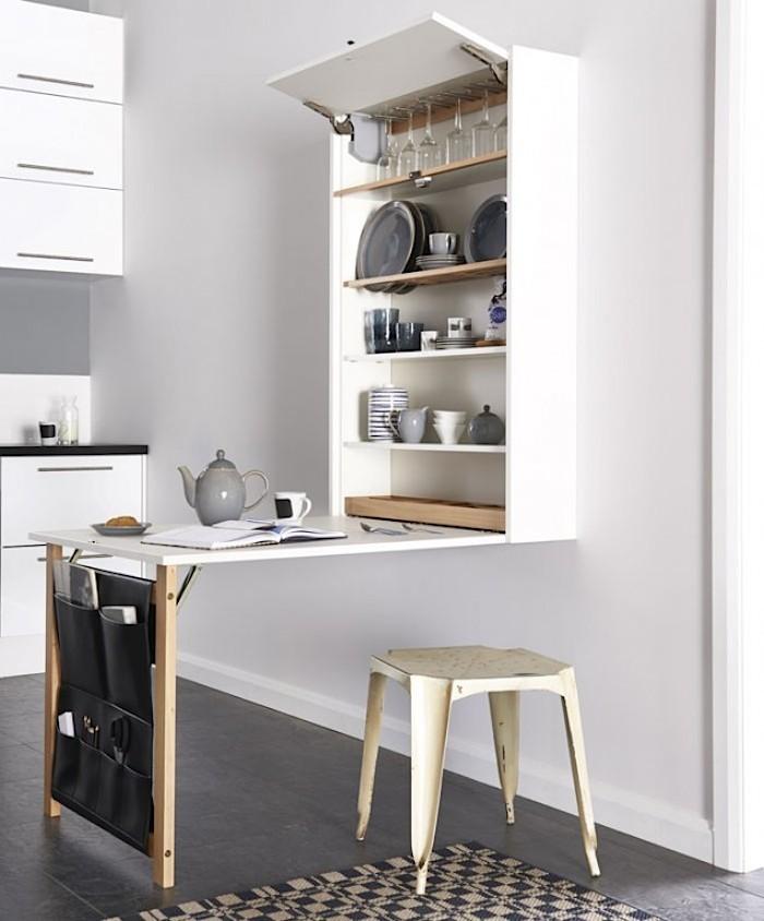 Этот кухонный стол-шкаф может заменить половину кухни, даже в закрытом состоянии в карманах можно хранить всякую мелочь которая часто нужна.