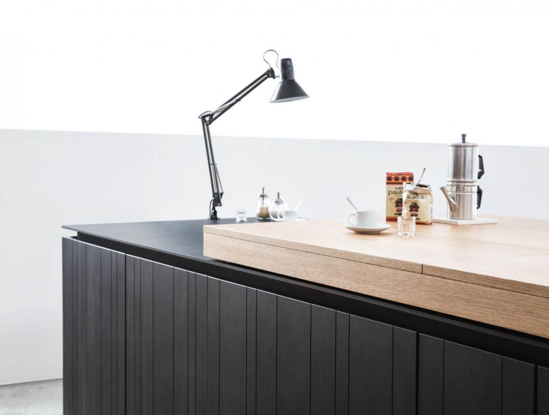 Кухня Paperwood. Простые и четкие линии, контраст цветов делают кухню уникальной и интересной.