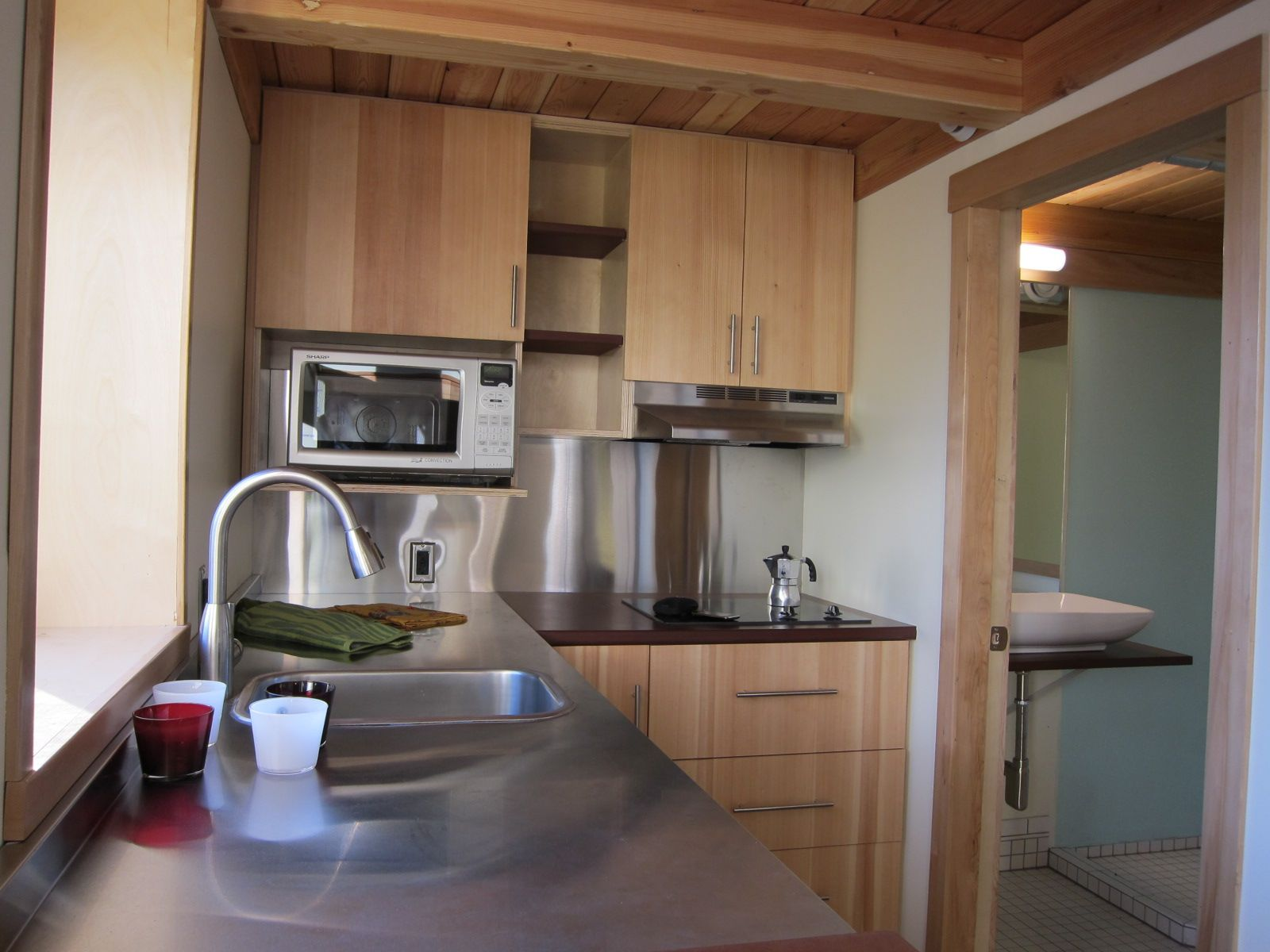 http://st.effectivehouse.com/upl/16/joseph-giampietro-mini-b-kitchen2-via-smallhousebliss.jpg