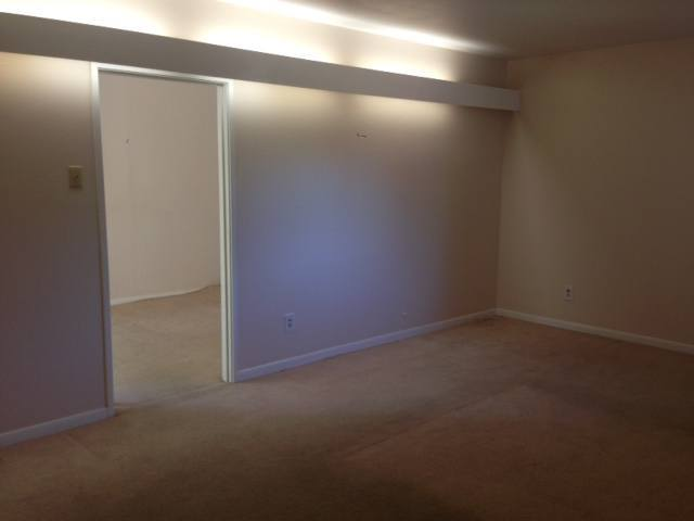 До реконструкции. Родительская спальня выглядела мравно и скучно.