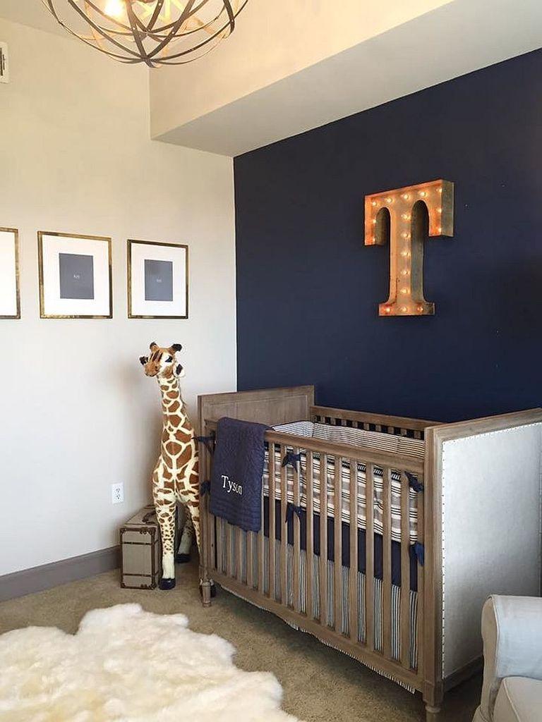Буквы от вывесок на стене, так характерные стилю лофт, особенно уместны в детской, где они могут символизировать первую букву имени ребенка.