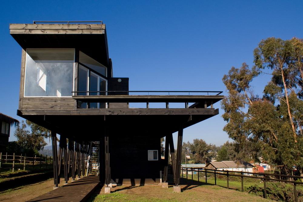 В будующем бассейн можно будет установить даже под домом - конструкция это позволяет.