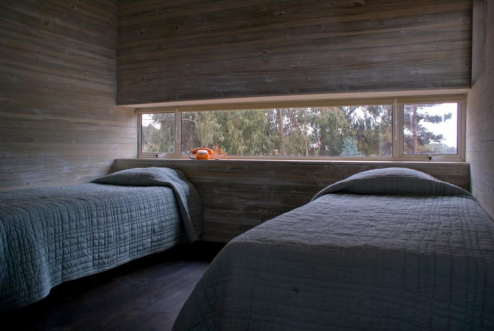 Одна из гостевых спален на нижнем уровне