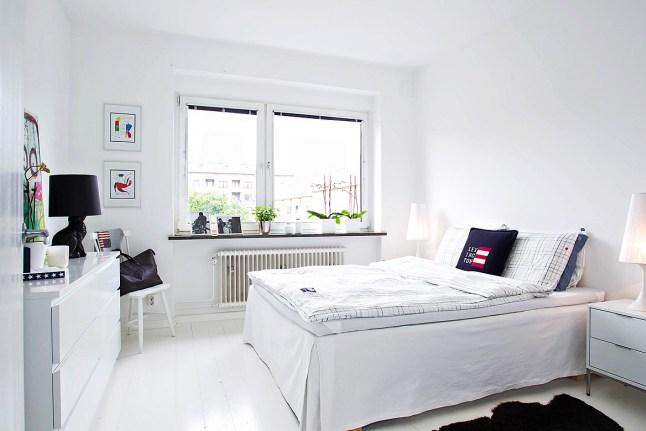 В спальне удобно иметь большой комод.