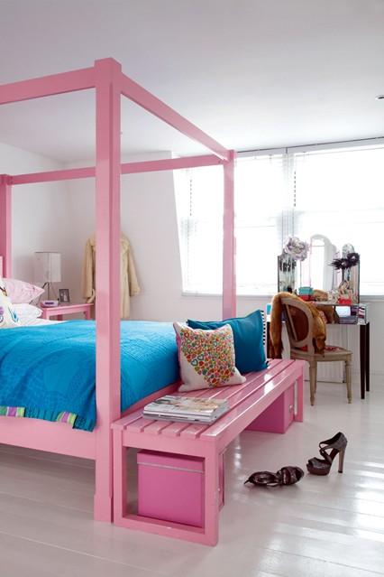 Дизайн спальни в розовом цвете для молодой женьщины, трельяж тоже не будет лишним.