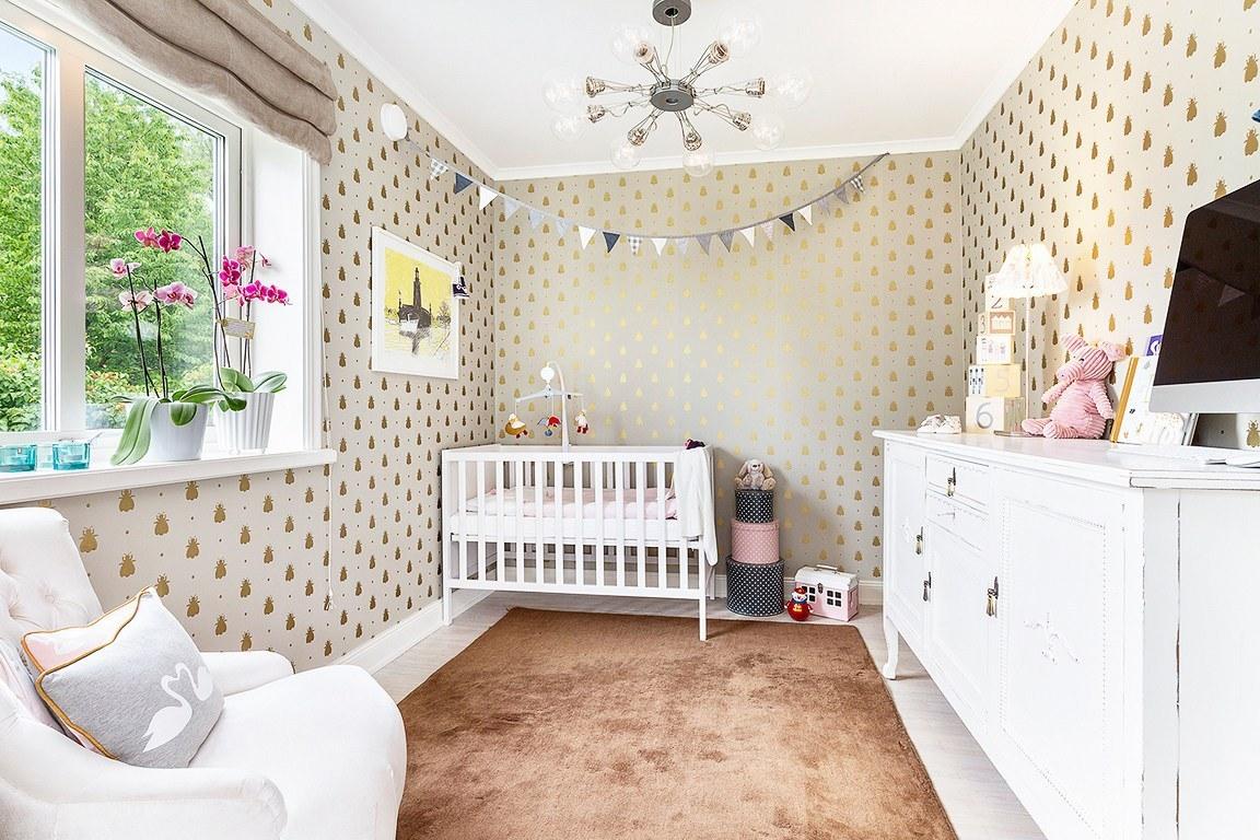 Дизайн детской комнаты для малыша выдержан в спокойных тонах.