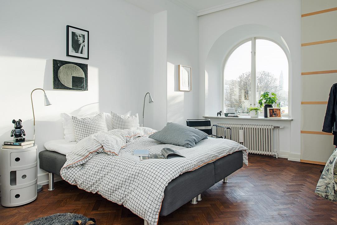 Кровать для подростка лучше поставить побольше, если есть такая возможность.