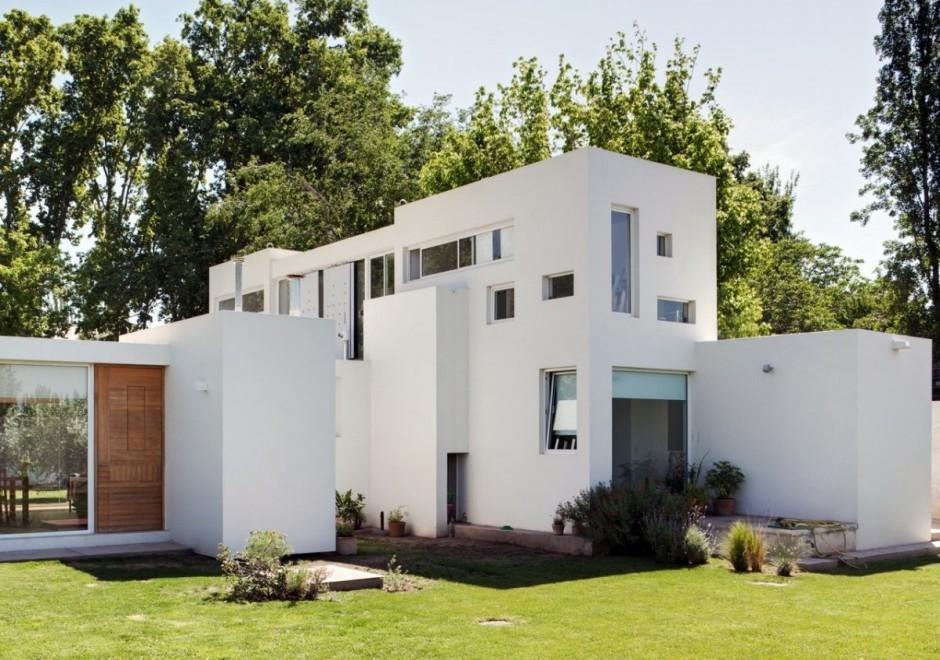 Фасад создает объем здания и формирует его восприятие.