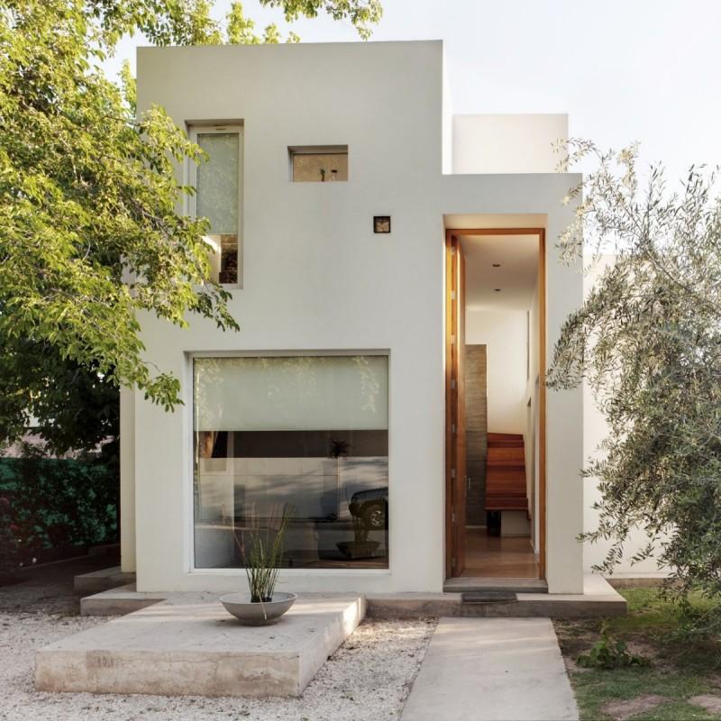 Входная дверь имея очень большую высоту может изменить восприятие размеров всего дома.