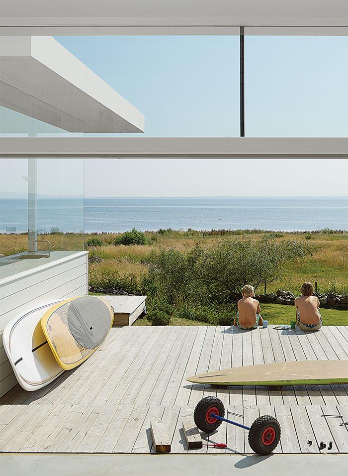 Свежий воздух и море - основные составляющие пляжного дома.