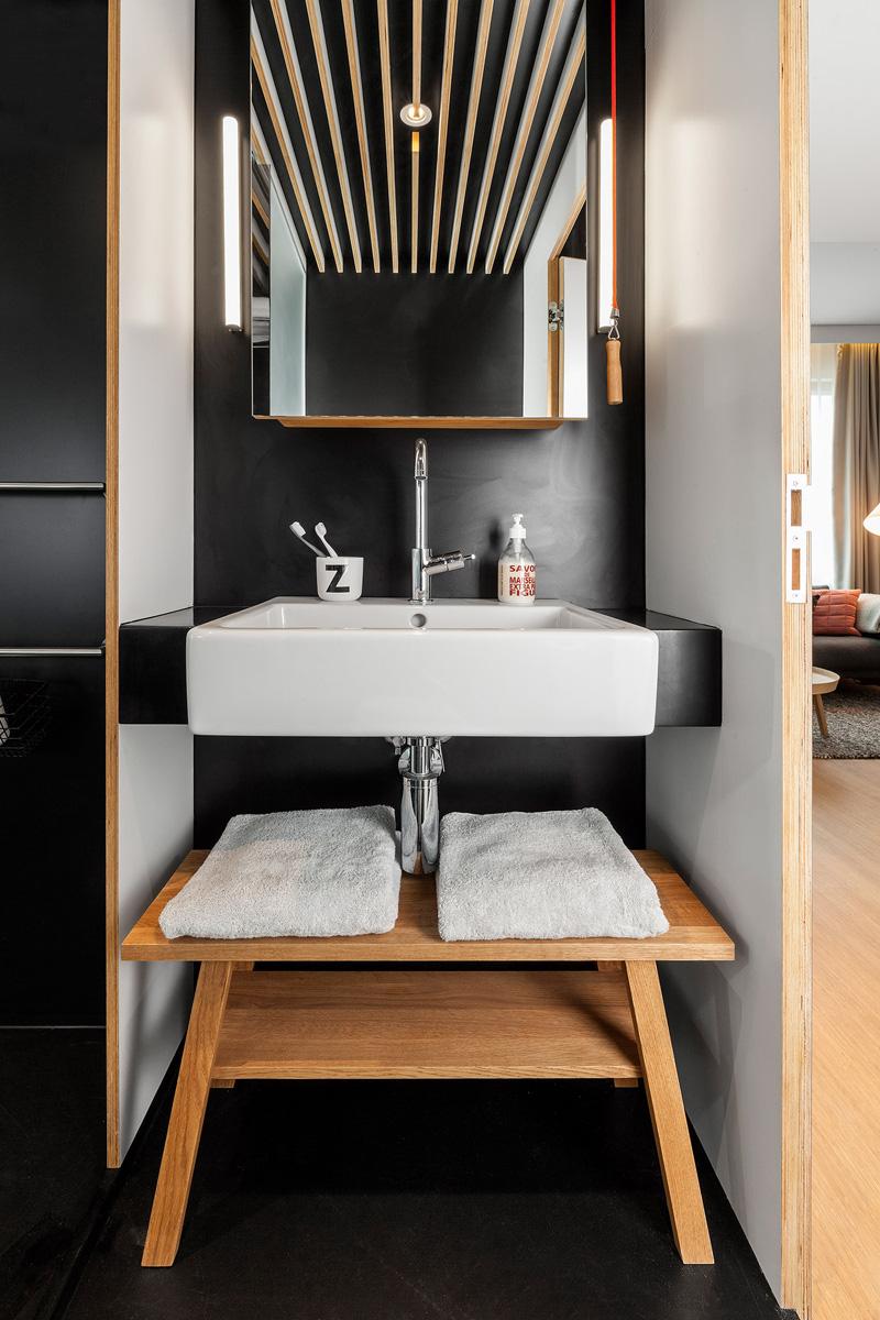 Традиционно в номере присутствует ванна с по-домашнему удобным дизайном.
