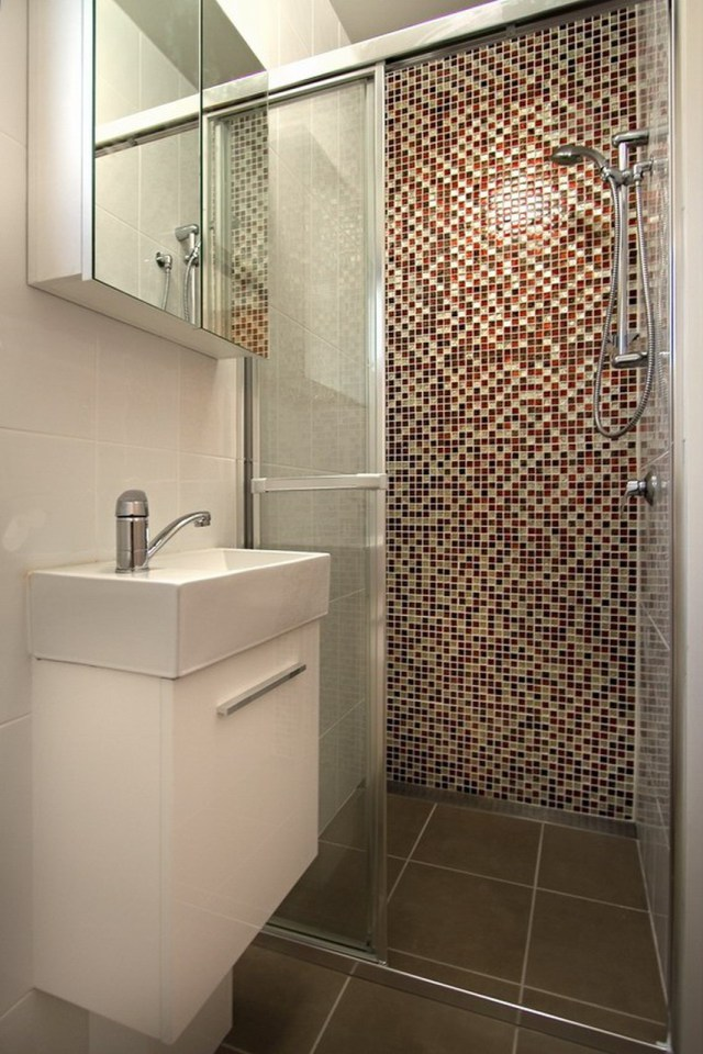 http://st.effectivehouse.com/upl/7/nova-deko-milan-bathroom-via-smallhousebliss.jpg