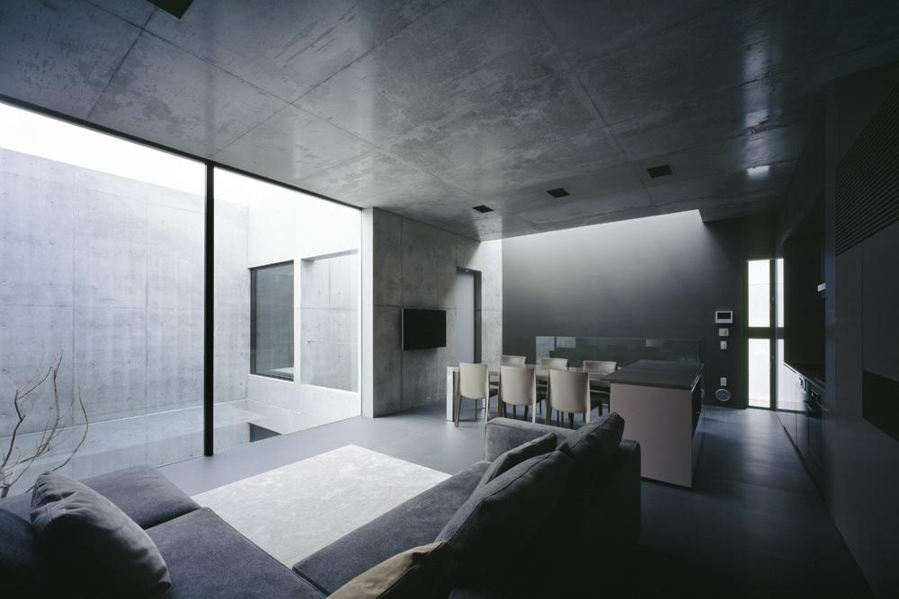 Общее жилое пространство на втором этаже. Кухня, столовая, гостиная объединены в одну комнату.