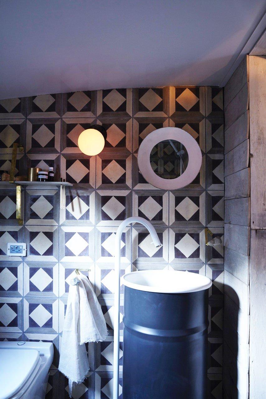 На барже обустроен полноценный душ и туалет, для обеспечения привычного уровня комфорта.
