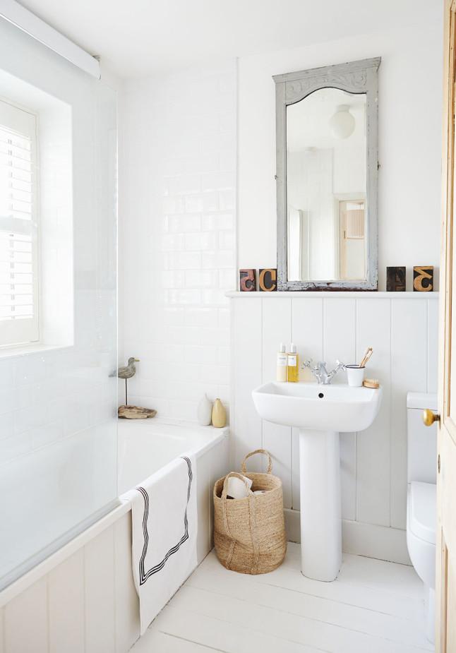 Одна из трех ванных комнат в доме.